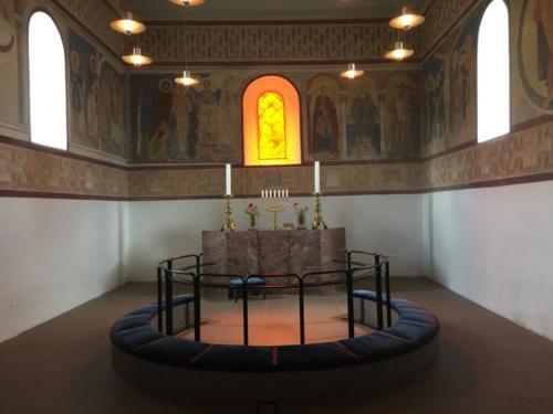 Jelling. Altar der hölzernen Kirche